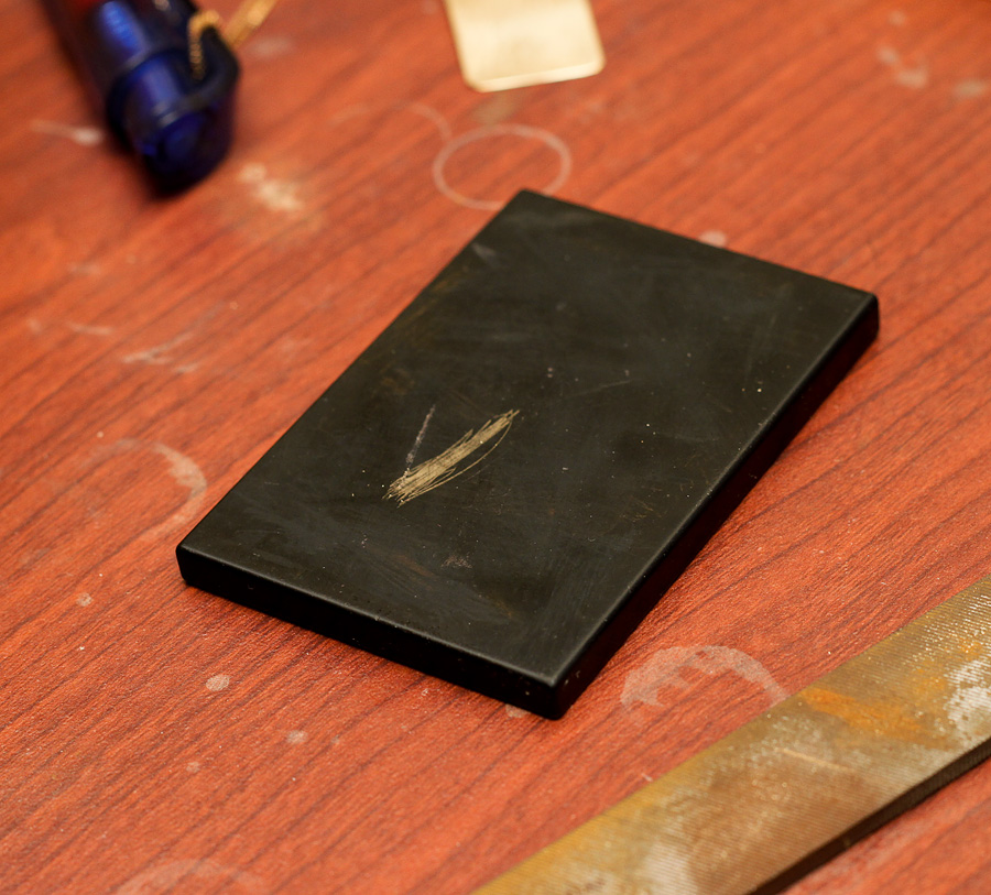 appraising gold with jewelry test kit